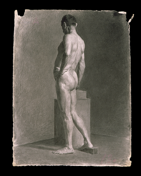 Desnudo en biblioteca abarrotada