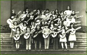 Extraescolar de guitarra, en el colegio Amor Misericordioso. Profesor Amador. Miren López Loizaga.