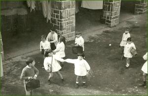 Patio del colegio Amor Misericordioso. 196970. Miren López Loizaga.