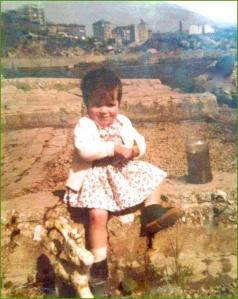En la Ziurrena cogiendo renacuajos. 1974. Sonia Garcia.