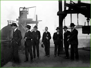 Estudiantes de fin de carrera de Ingeniería, visitando AHV. Años 20.