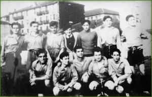 Club Siempre Adelante. Sestao años 40. De izda. a dcha. el último de pie Octavio Santiago. Josu Martínez Saez