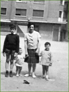 En la plaza San Pedro. 1967. Pili Martín Ortega