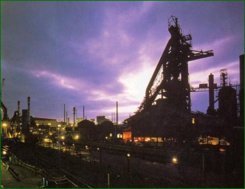 AH013 Sestao. Vista nocturna de fabrica.