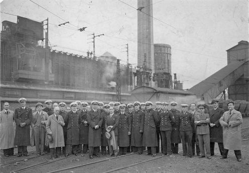 Oficiales del crucero alemán Almiral Graf Spee de visita a la fábrica de AHV. Diecisiete de noviembre de 1938.