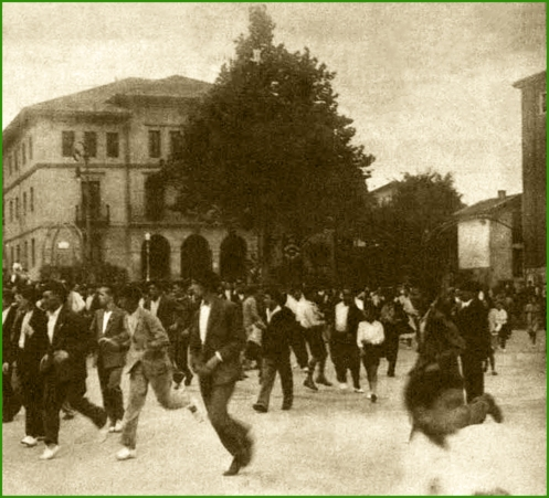 carreras-a-la-finalizacion-de-un-mitin-socialista-septiembre-de-1932