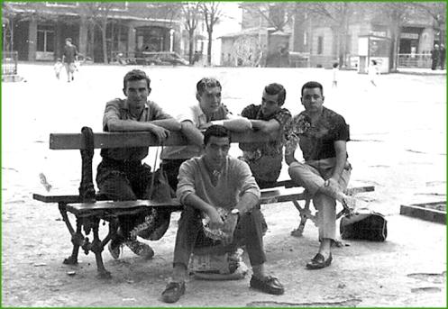 amigos-en-el-kasko-despues-de-un-partido-de-pelota-en-el-fronton-anos-60