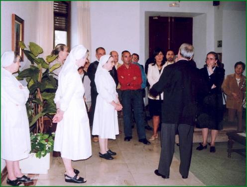 sesta670-despedida-de-las-monjas-del-asilo-20-12-2004